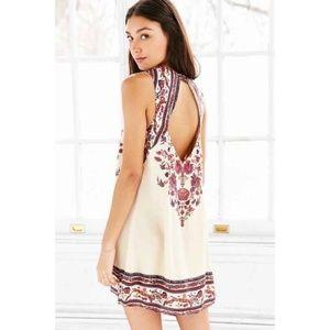 Ecote - Open Back Guinevere Floral Dress  - M